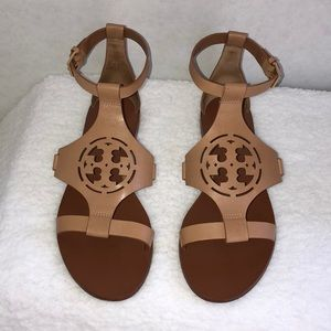 Tory Burch Zoey Leather Logo Flat Sandal, in Sand